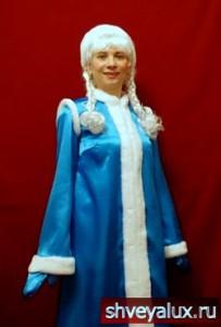 Костюм Снегурочки РУССКАЯ КРАСА. Костюм сделан в виде платья трапеции.