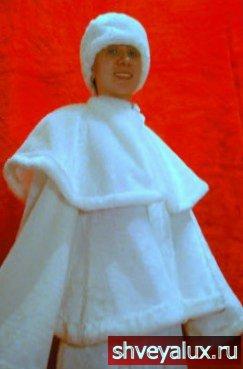 Костюм Снегурочки СНЕЖНАЯ КОРОЛЕВА. Аксессуары - рукавички, шапочка, косички, пелерина.