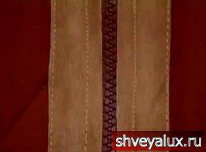 17. Пришить застёжку молнию прикладываем молнию под края полочек и пришиваем, сверху пришиваем полоски замши.