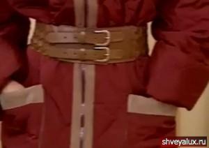 Накладные карманы и застёжка молния. Ткань плащёвка, стёганная на синтепоне.