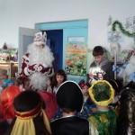 Дед Мороз и Снегурочка поздравляют детей Белогорск 2014